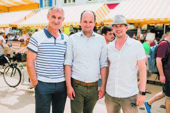Bürgermeister Markus Linhart mit Egmont Schwärzler (Bürgermeister Krumbrach) und Robert S. Salant (Geschäftsführer Stadtmarketing).