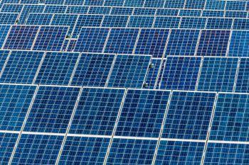 """<p class=""""title"""">CO2 und Energie</p><p>Vorarlbergs Energiebedarf ist zwischen 2005 und 2016 um 3,5 Prozent gestiegen. Der Einsatz von Öl hat sich im selben Zeitraum fast halbiert, während der Anteil heimischer, erneuerbarer Energie von 32,8 auf 40,7 Prozent stieg. Der Ausbau erneuerbarer Energieträger und das nur geringfügige Wachstum beim Gesamtenergieverbrauch bewirkten eine Senkung der energiebedingten CO2-Emissionen um zwölf Prozent. Das Etappenziel der """"Energieautonomie Vorarlberg"""" für die Senkung des CO2-Ausstoßes im Jahr 2016 wurde nur um 1,6 Prozentpunkte verfehlt. Foto: Fotolia</p>"""