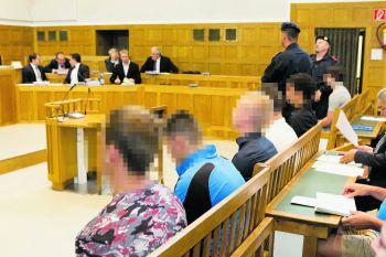 Die fünf Angeklagten mussten sich am Montagabend vor dem Landesgericht Feldkirch verantworten. Die Verhandlung dauerte Stunden, das Urteil wurde erst gegen 22.30 Uhr gesprochen.Fotos: Dietmar Mathis, Sohm, handout/Neyer