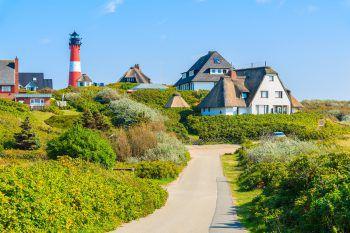 Die Wahrzeichen der Insel Sylt sind die fünf rot-weiß geringelten Leuchttürme, die auf der ganzen Insel verteilt sind.Fotos: handout/Weiss Reisen