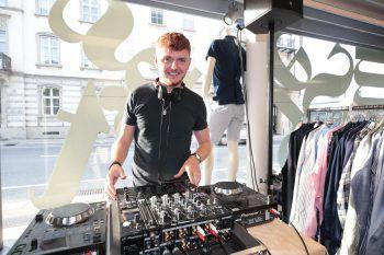 "<p class=""caption"">DJ Arijan Luma in Action.</p>"