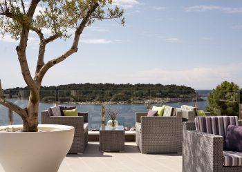 """<p class=""""caption"""">Entspannen mit Blick auf das Meer: Das Hotel ist perfekt für alle Erholungssuchende.</p>"""