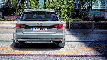 FahrkomfortDie Basis für das dynamische Fahrverhalten und den erstklassigen Fahrkomfort legen die Fünf-Lenker-Achsen sowie die elektromechanische Servolenkung – sie sind extrem leicht und reduzieren zusätzlich den Kraftstoffverbrauch.