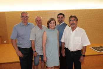 Haus-GF Elmar Egg, Stammgast Ralf Eismann, LR Barbara Schöbi-Fink, Moderator Markus Lins und Vereins-GF Peter Both.