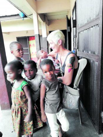 Im Einsatz für die Kleinsten: Als vierfache Mutter liegen Anna die Kinder in Nigeria besonders am Herzen.Fotos: handout/Anna Onwuka