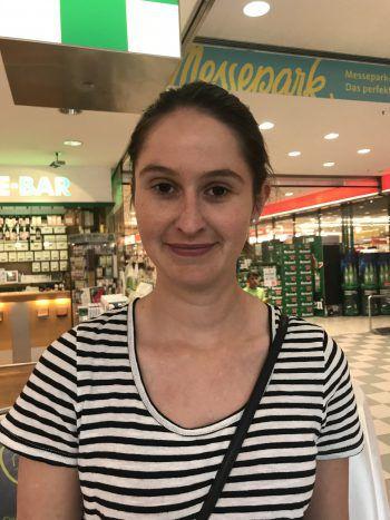 """Magdalena, 27, Lingenau: """"Meiner Meinung nach soll am Konzept der Shisha-Bars nichts geändert werden. Grundsätzlich finde ich das Rauchverbot gut, aber es sollte eine Ausnahmeregelung geben, damit diese Bars nicht schließen müssen."""""""