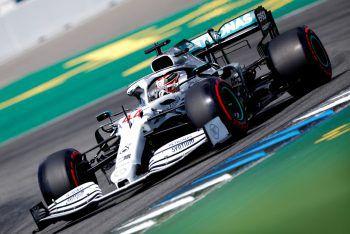 Mercedes feiert an diesem Wochenende 125 Jahre Motorsport. Lewis Hamilton schnappte sich auf der Heimstrecke der Silberpfeile gestern die Pole-Position – seine bereits vierte in dieser Saison.Fotos: Reuters, AP