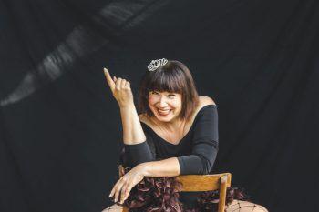 Mika Blauensteiner präsentiert ihr Soloprogramm in Götzis AmBach. Foto: Luis Steinkellner