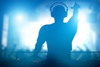 """<p class=""""title"""">DJ Rouven im Le Club</p><p>Am Freitag, ab 23 Uhr, sorgt DJ """"Rouven"""" im Le Club in Bregenz mit seinem Mix aus kräftigen Deep und Vocal House für eine berauschende Sommernacht.</p>"""