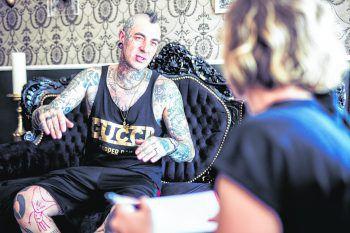"""<p class=""""caption"""">WANN & WO traf Mike in seinem Tattoostudio in Dornbirn.</p>"""