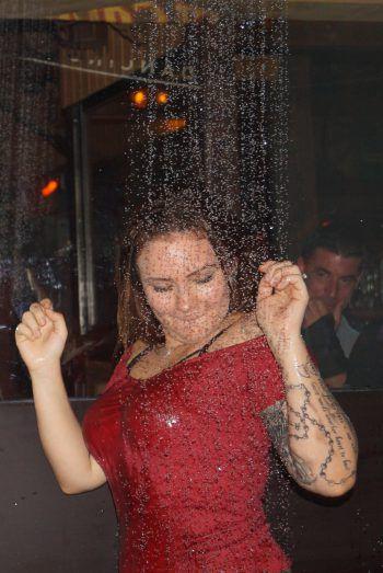 """<p class=""""caption"""">Wer gerne unter der Dusche tanzt, ist im El Capitan genau richtig.</p>"""