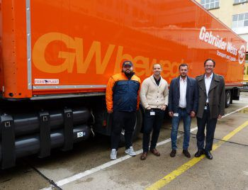Alen Halilagic, Patrick Csar, Nikola Vasiljevic und Jürgen Rogner vor dem Gas-Lkw. Foto: Henkel