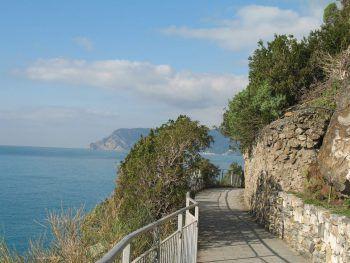 """Der Weg, """"Via dell'Amore"""", wurde damals gebaut, damit sich Verliebte der beiden Dörfer Riomaggiore und Manarola treffen konnten."""