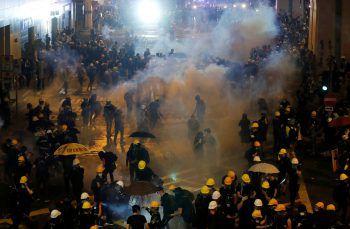 "<p class=""caption"">Die Situation in Hongkong droht jederzeit zu eskalieren.Foto: APA</p>"
