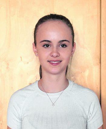 """Greta Mödlagl, 15, Feldkirch: """"Ich hatte überhaupt keine Vorkenntnisse und habe mir das Sommercamp schwerer vorgestellt. Das Programmieren ist sehr interessant."""""""