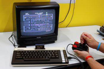 """<p class=""""title"""">               Hungriger Kreis: Pac-Man             </p><p>Zahlreiche Klone, Varianten und Weiterentwicklungen sind bekannt. Den Klassiker des in Japan erfundenen Spiels konnte man erstmals als """"Puck-Man"""" in Automaten im Entstehungsland spielen.</p>"""