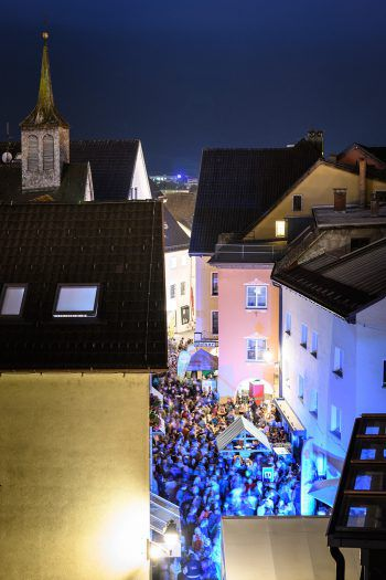In der Bludenzer Innenstadt wird nächste Woche das letzte Mal auf den Sommer angestoßen. Foto: Eva Sutter Rhomberg Fotografie