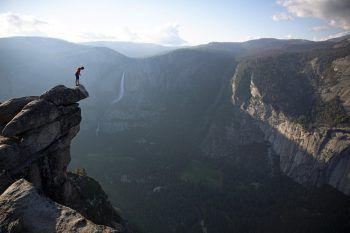 In schwindelerregender Höhe riskierte Alex Honnold sein Leben. Foto: handout/Altes Kino Rankweil