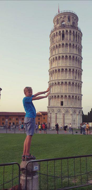 """<p class=""""caption"""">Justin war mit seinen Großeltern in Pisa.</p>"""