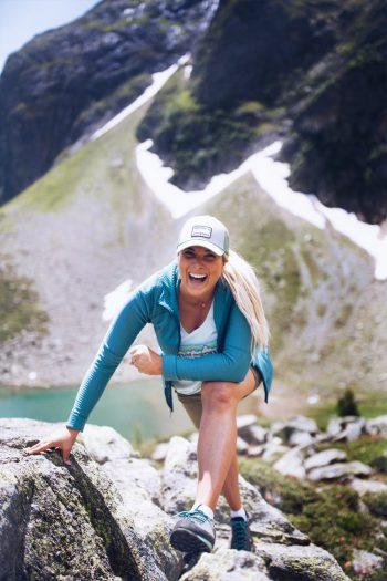 """<p class=""""caption"""">Linda genießt ihre freie Zeit am liebsten draußen in den Bergen. </p>"""