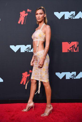 Newark. Sexy: US-Modell Bella Hadid präsentiert sich bei den MTV Video Music Awards auf dem roten Teppich. Fotos: AFP, dpa, REUTERS