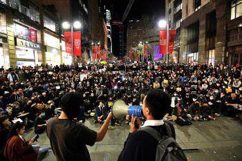 Seit mehr als zwei Monaten gehen in Hongkong tausende Demonstranten auf die Straßen um gegen die Regierung zu protestieren. Foto: APA