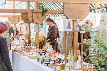 Beim Klostermarkt werden Handwerkskunst und kulinarische Köstlichkeiten angeboten.