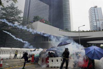 Im Regierungsviertel kam es erneut zu heftigen Auseinandersetzungen zwischen Demonstranten und Polizeibeamten.Foto: AP
