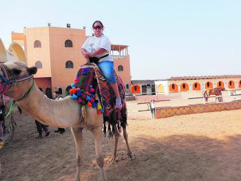 """<p class=""""caption"""">Isabella war für ihren Ritt in der Wüste auf ihrem Wüstenschiff perfekt vorbereitet!</p>"""