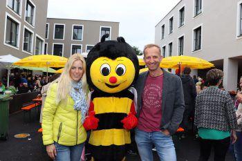 """<p class=""""caption"""">Jutta Hartmann, Sumsi und Andreas Vaschauner (W&W).</p>"""
