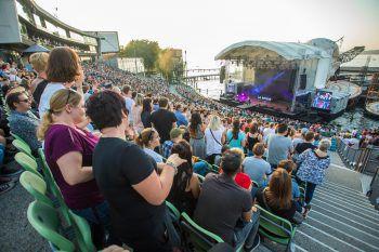 Party pur hieß es am Freitag für rund 6000 Fans bei der Mega 90er-Party auf der Seebühne.