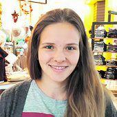 """<p>Sabrina, 24, Lustenau: """"Zum Einkaufen nehme ich immer einen Leinensack. Dann kann ich das Gemüse einpacken ohne einen Plasticksack verwenden zu müssen. So schaffe ich es gut, meinen Plastikverbrauch zu reduzieren.""""</p>"""