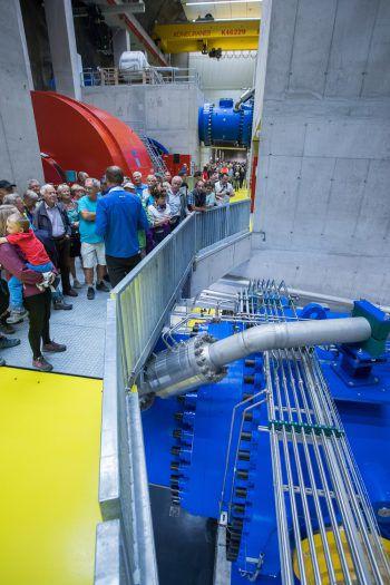 Über 10.000 Besucher nutzten gestern schon die Chance das Obervermuntwerk II besser kennen zu lernen und zeigten sich begeistert. Heute hat man noch bis 18 Uhr die Chance dazu. Foto: Steurer