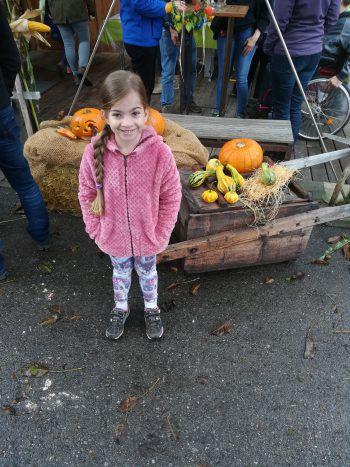 """<p class=""""caption"""">Eine Einsendung von Birgit: """"Schöne Herbstgrüße von Anja (6) aus Rankweil.""""</p>"""