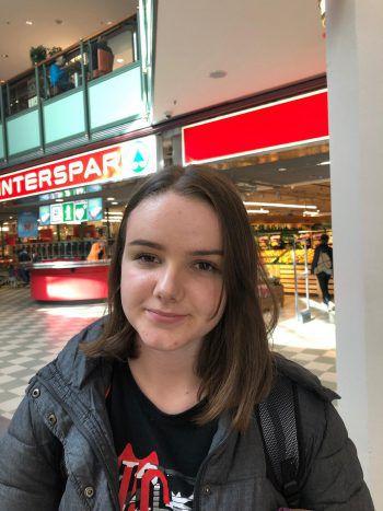 """<p>Ema, 15, Lustenau: """"Mir sind Hasskommentare auf Facebook noch nie aufgefallen. So etwas hat auf Social Media auch nichtsverloren.""""</p>"""