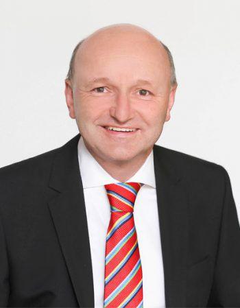 """<p>Erwin Dünser, CPÖ: """"Ställe müssen kleiner und artenreicher werden. Kälber werden nur transportiert, um den Profit Einzelner zu erhöhen. Regional ist besser als international.""""</p>"""