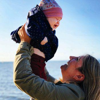 Ines und ihre Tochter genießen die Herbsttage am Rohrspitz.