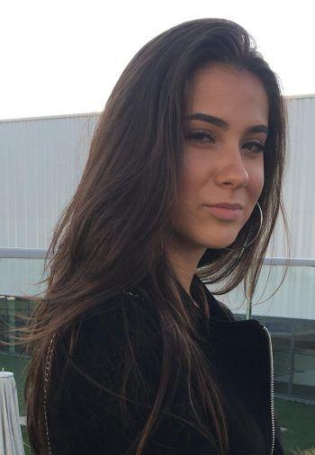 """Maida, 16, Dornbirn: """"Ich verwende selbst kein Facebook, aber auch auf Instagram sieht man solche Kommentare des Öfteren. Das Löschen von Hasskommentaren auf Sozialen Netzwerken ist daher dringend notwendig."""""""