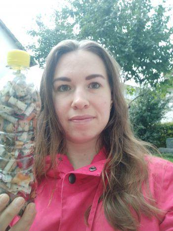 """<p class=""""caption"""">Melanie war eine der besonders fleißigen Sammlerinnen, die gleich mehrere Flaschen füllten.</p>"""