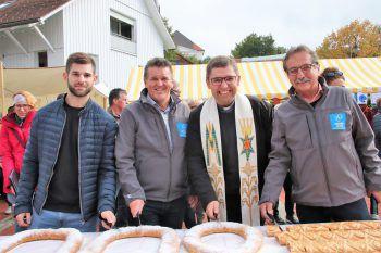 Michael Fitz, Bgm. Christian Natter, Pfarrer Marius Dumea und Walter Eberle.