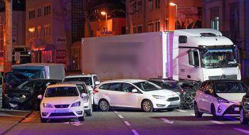 Neun Personen wurden verletzt.Foto: dpa, AFP