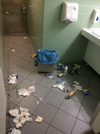 So sahen die Toiletten noch amWochenende aus ... Foto: handout/Marcus Moser