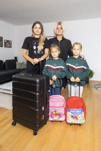 Tochter Sara, Sandra und die Zwillinge Valentina und Luisa müssen aus ihrer Wohnung hinaus. Foto: Breuß/Sams