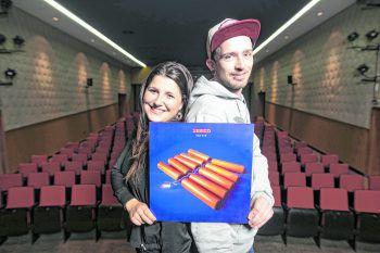 WANN & WO-Redakteurin Saskia Heel und Christian Kaier (Musikladen Götzis) haben sich das neue Seeed-Album angehört und ein Urteil gefällt. Foto: Sams/Breuß