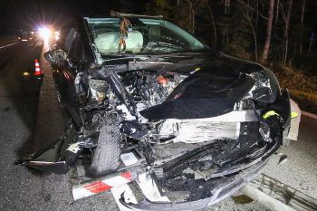 An den Unfall-Fahrzeugen entstand Totalschaden. Foto: Hofmeister