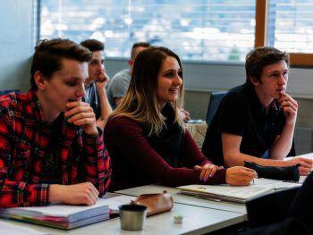 """<p class=""""caption"""">Der Lehrgang trainiert auch für das spätere, intensivere Lernen im Studium.</p>"""