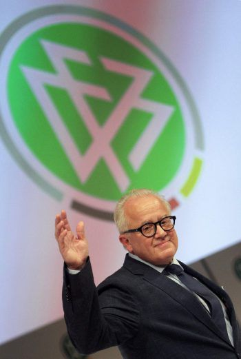 DFB-Präsident Fritz Keller fordert mehr Respekt vor den Unparteiischen.Foto: AFP
