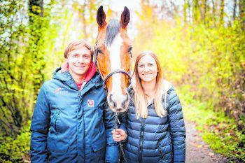 Die Geschwister Christian und Katharina Rhomberg sind sehr erfolgreich im Springreiten. Fotos: Sams; handout/Rhomberg; Fotoagentur Dill