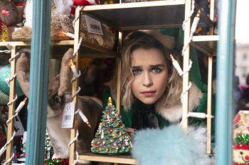 """Die Romantikkomödie """"Last Christmas"""" (2019) mit Emilia Clarke läuft auf Sky. Fotos: Universal Pictures"""