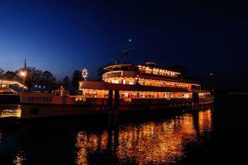 Fondue-, Weihnachtsschiff, Nikolofahrt und vieles mehr bietet Vorarlberg Lines in den nächsten Wochen.Foto: Studio Fasching